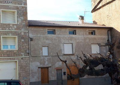 Substitució d'una coberta existent d'un habitatge entre mitgeres