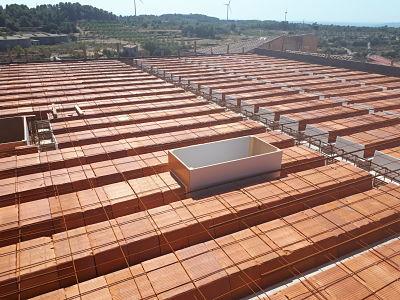 Projecte bàsic per reforma i addició d'una planta habitatge en edifici unifamiliar