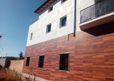 Projecte bàsic i d'execució per reforma i addició d'una planta sobre edifici existent.